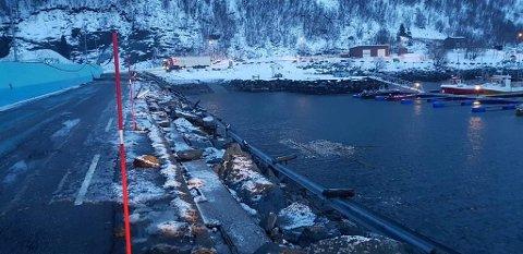 Foto: Moloen er hyppig brukt av tungtransporten som frakter fisken bort fra øya. Foto: Rolf Bjørnar Tøllefsen