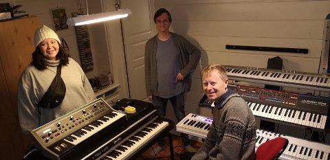 Nina Martinsen, Rune Bakkelund og Rune Seim inviterer til julekonsert på Friscena.