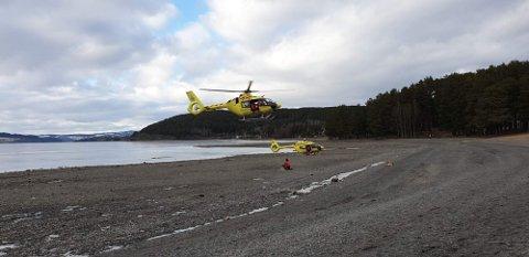 BERGET: Helikopter ble brukt for å redde de to velberget i land.