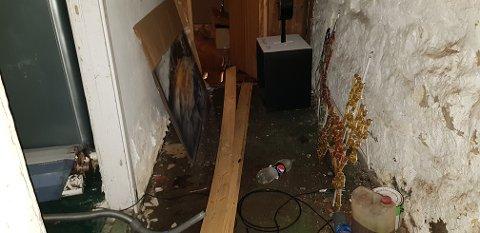 FROSNE RØR: Vannlekkasjen forårsaket store skader nede i kjelleren til fotobutikken Close Up.