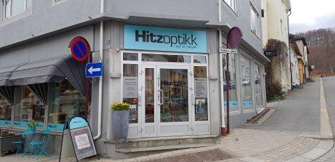 TYVERI: Både Ljosland optikk og Hitz optikk opplevde at en dame i 20-årene forsynte seg med deres designbriller fredag den 20. Nå kan det virke som om samme person har vært på ferde tidligere.