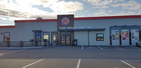 TRUET DE ANSATTE: Seks personer ble fredag formiddag bortvist fra Burger King på Ringdalskogen på grunn av ordensproblemer.