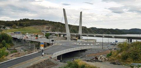 SNART KLAR: Slik blir den nye rundkjøringen i starten på Hammerdalen. Bildet er tatt fredag morgen. (Foto: Knut Vedeld Hovde, Statens vegvesen)