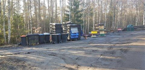BLIR ORDNET: En ØP-tipser reagerte på at søppelkonteinere ved Raugland ikke var gjort tilgjengelig for hytter i området. Sak blir imidlertid orden opp i i løpet av dagen.