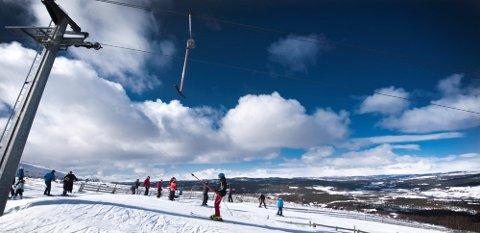 KNALL OG FALL: Ni av ti skader i bakken skyldes at skiløperen faller selv. Over halvparten av disse er menn.