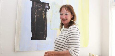 Forsøker seg med noe helt nytt: For Dorthe Endresen på Gamle Ormelet er det vanskelig å gjennomføre utstillinger med koronafaste kunstnere og -verk. Hun ser for seg noe konsertvirksomhet, men først ut er et plantesalg. Foto: Nina Blix