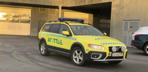 VAR DER: Akuttbilen fra ambulansetjenesten var også med på utrykningen til Gumpens Auto etter melding om arbeidsulykke.