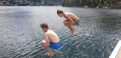 BOMBA: Husk at bading skal være trygt, i tillegg til å være gøy.