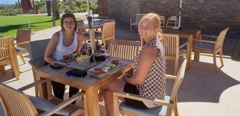 Trine-Mari Johansen t.v. og Miriam Høgset Haueng fant tonen på ferietur.