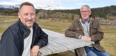 NY TID: Polarsirkelen Golf har skrevet avtale med golfproen Jonas Alvsing, som dermed skal styre mye av det som skjer i klubben og på banen på Alteren. Styrets Viggo Rønning er veldig fornøyd med løsningen de nå får. Foto: Trond Isaksen