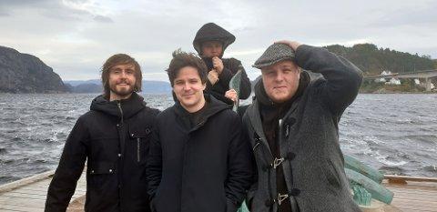 Moron Police: Foran f.v. Lars Christian Bjørknes, Christian Fredrik Steen (bass), Sondre Skollevoll (vokal/gitar) Bak Thore Alexander Omland Pettersen (trommer)