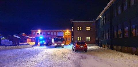 Politi og brannvesen er på Gruben barneskole.