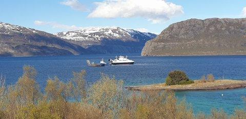 BIldeferga MF Rødøy bidrar i redningsoppdraget.