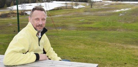 NY SESONG: I fjor åpnet golfbanen på Alteren den 10. juni. Noen dager før så det slik ut. Men nå kan Jonas Alvsing starte golfkurs allerede neste uke. Foto: Trond Isaksen