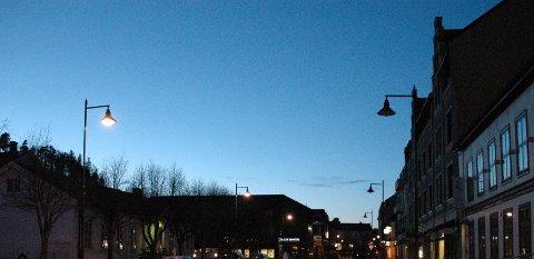 MØRKT: Flere gatelys i Hønefoss er ute av drift om kvelden, påpekes det i dagens direkte linje.