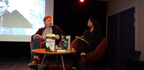 BOKBAD: Jørn Lier Horst ble bokbadet på Ringerike bibliotek.
