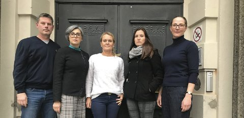 SV: SV-gruppa rett etter kommunestyremøtet der rådmannen orienterte om Tinn kommunes budsjettet for 2020.  Fra venstre  Jørn Langeland, Sanja Pasovic, Marianne Skårdal, Jenni Kvaran, Marianne Singsaas. Fotograf  var Trygve Lampe.