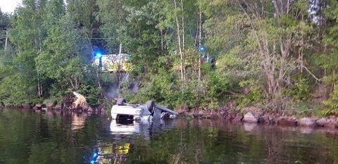 KRITISK SKADD: Passasjeren i denne bilen ble kritisk skadd da den 19-årige sjåføren mistet kontrollen.