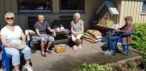 BLOMSTERPIKENE: Mette Lørdal (fra venstre), Randi Winje, Bjørg Rånes og Astrid Halvorsen.