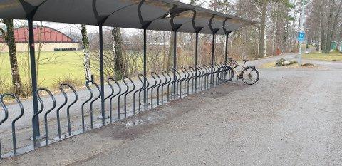 SER DU HVA SOM MANGLER? Stein Arthur Granerød tok en kort rundtur i Sandefjord for å se hvor mange som hadde tatt sykkelen fatt.