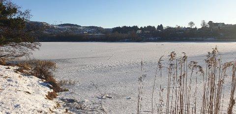 Isen på Stokkalandsvatnet er ennå ikke trygg, men snart kan vannet bli lyssatt igjen.