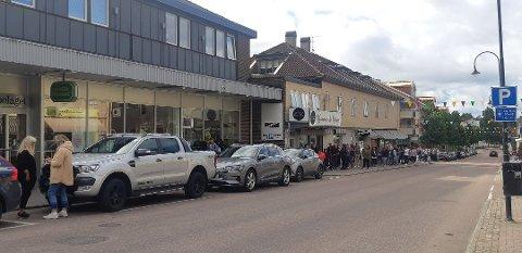 Slik så det ut i Årjäng i sommer. Nå er det ingen nordmenn som handler i byen, som ligger en kort tur fra grensa.