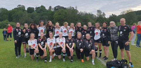I FINALEN: Sogndal jenter 16 tok seg heilt til finalen i B-sluttspelet i Norway Cup. (Foto: Privat)