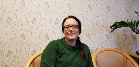 TENKJA NYTT: Anita Lærum har arrangert UKM i Aurland i mange år, men aldri opplevd så lita interesse blant ungdomen som i år. - Det er kanskje på tide å tenkja i nye baner, seier ho.
