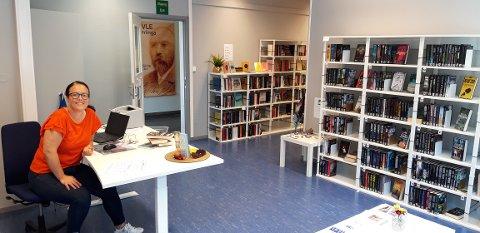 SUKSESS: Sommarbiblioteket i Heradshuset har vore ein suksess. – Tilbakemeldingane er veldig gode, seier Anita Lærum.