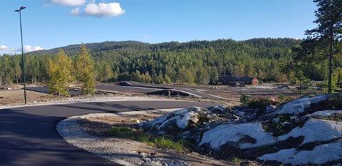 TAR FORM: Første fase av det som kan bli et nasjonalt trenings- og konkurransesenter for mennesker med nedsatt funksjonsvne, står klart med i alt 2,3 km løypetraseer med asfalt.  (Foto: Ola Wårås).