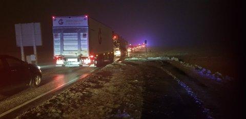 Det oppsto lange køer som følge av ulykken. Lastebilen på bildet er ikke involvert i uhellet.