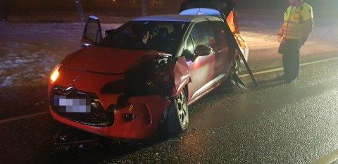 Ingen personer ble skadet i uhellet, men bilene har fått store materielle skader