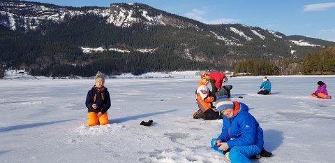 Perfekt: Det var perfekte forhold for isfiske på Slidrefjorden.