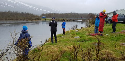 Det ble en våt fiskedag ved Buaråne.