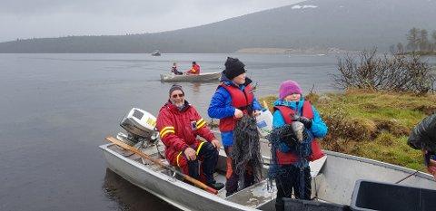 Jeger- og fiskarlaget og fjelloppsynet i Vestre Slidre stilte med båter, garn og mannskap, og fangsten ble bra.
