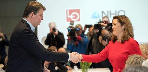 LOs leder Hans-Christian Gabrielsen og NHOs administrerende direktør Kristin Skogen Lund starter tarifforhandlingene 2018. Foto: VIDAR RUUD / NTB scanpix