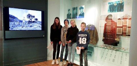 Elever fra klasse 7 B på Løvås skole besøker Nordsjøfartsmuseet. venstre: Claudia Gjøstein-Scott, Magnus Holmelid-Hansen, Lea Gundersen og Eirik Børsheim. (Foto: JAN-MAGNE SOLVANG)
