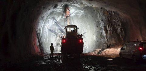 Bybanen utbygging og sveitsiske  Marti Tunnelbau AG sliter med vann.