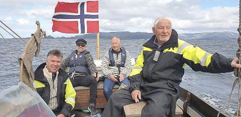EI ÆRE: Bjarne Pedersen, Terje Røys, Frode Andal og Arvid Langeland i Kalvåg Kystkulturlag.