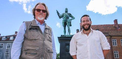 Kongelig moro: Frederik II skal få nyte en time med poesi lørdag 22. juli. Da kommer seks diktkolleger av Freddy Fjellheim (til venstre) og Lars Haga Raavand til Gamlebyen.