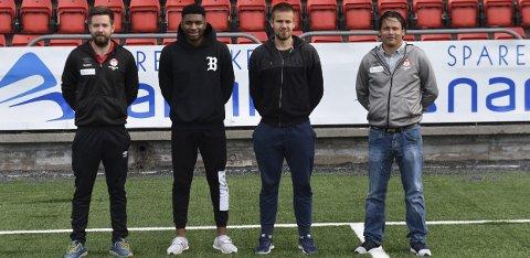 Her Robin Bergfald, Steven Johnson (19) og Silver Grauberg (22) og Mjølner-trener Håvard Hatle.