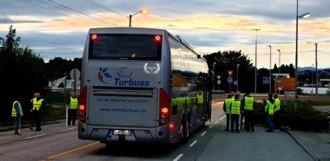 MARKERTE: 18 representanter fra Yrkestrafikkforbundet og fire fra Fellesforbundet markerte søndag morgen det de mener er streikebryteri.