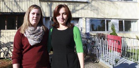 TRIST: Mia Breimo og Mareta Yandieva på Mosjøen statlige mottak synes det er trist for både de ansatte og beboerne at mottaket nå legges ned. Beboerne var ikke informert om avgjørelsen da Helgelendingen var innom på onsdag ettermiddag. Foto: Snorre Sjøvoll