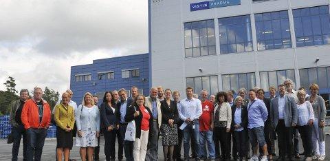 Farmasibesøk: Fylkes- og grenlandspolitikere besøkte blant annet Vistin Pharma sitt anlegg på Fikkjebakke under NHO Telemarks valgsafari. Foto: Per Eckholdt