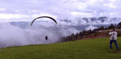 AVLYST: Værgudene sørget for at norgescupen i paragliding i Hvittingfoss ble avlyst – igjen. foto: ole john Hostvedt