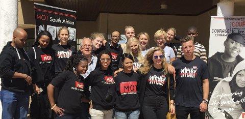 DANNELSESREISE: Seks elever og tre lærere fra Kirkeparken dro til Sør-Afrika. De opplevde et land med store kontraster og lærte at man kan være lykkelige uten både iphone og ipad.