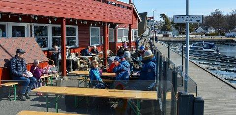 Piraaten i Fuglevik i Rygge er i gang for sesongen. Toppluer og iskremspising i solveggen i påsken.