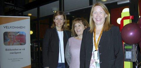 VELKOMMEN: Biblioteksjef Kristin Danielsen (f.v.), bydelsdirektør Vildgun Steinhaugen og avdelingsleder Heidi Scarth Hansen.