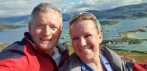 KLATRER: Knut Oppegaard tar gjerne en tur i høyden, her sammen med kona Cecilie Scheel. Nå har han også klatret heftig oppover Høyrelista.