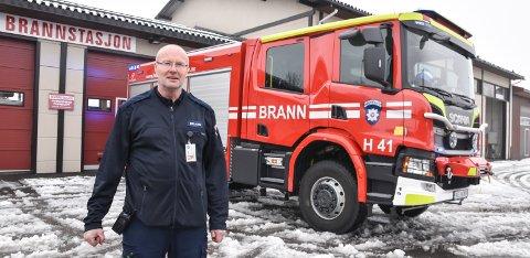 OPPGRADERT: Brannbilen kan brukes til mye mer enn å slokke branner, fastslår feier og utrykningsleder Rune Lersveen ved Løten brannstasjon.